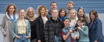 """""""Bonusfamilie"""" erhält Bonus-Serienplatz im Ersten – Neue Miniserie startet im November – Bild: obs/ARD Das Erste"""