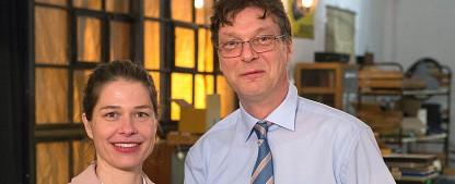 """""""Frau Temme sucht das Glück"""": Neue ARD-Dienstagsserie startet im Januar – Meike Droste versichert auch die Angst vor dem UFO-Crash – Bild: ARD/Michael Boehme"""