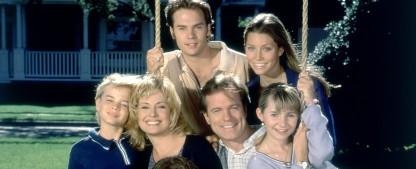 """""""Eine himmlische Familie"""": Kultserie wird wiederholt – Bibel TV zeigt Familienserie mit einer noch jungen Jessica Biel – Bild: Warner/CBS"""
