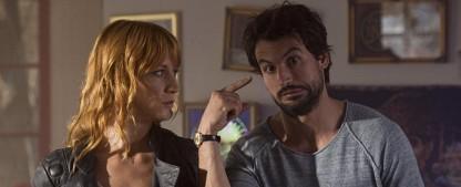 """Sat.1 bestellt mehr """"Einstein"""" und Filme mit Anna Loos und Tom Beck – """"Dating-Alarm"""" und """"Gefangen im Paradies"""" – Bild: Sat.1"""