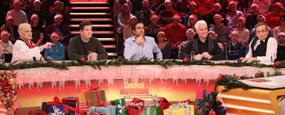 """Quoten: Weihnachtsshow von """"Genial daneben"""" hängt """"5 gegen Jauch"""" ab – """"Eifelpraxis"""" im Ersten siegt vor Bundesliga im ZDF, """"Pitch Perfect"""" lässt RTL II jubeln – Bild: Sat.1/Frank Hempel"""