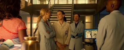 """FOX: Crossover zwischen den Serien """"Bones"""" und """"Rosewood"""" – Carla Gallo kommt als Dr. Daisy Wick kommt nach Miami – Bild: FOX"""