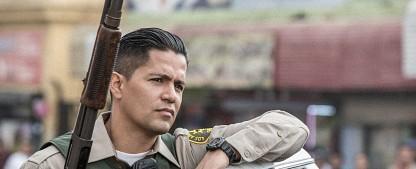 """Jay Hernandez wird der neue """"Magnum"""" – CBS besetzt Titelrolle in Reboot des Krimi-Klassikers – Bild: Matt Kennedy/Netflix"""