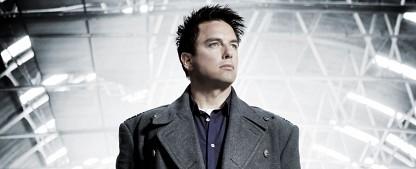 """""""Doctor Who"""": John Barrowman kommt im Feiertagsspecial zurück – Captain Jack in """"Revolution of the Daleks"""" – Bild: Starz"""
