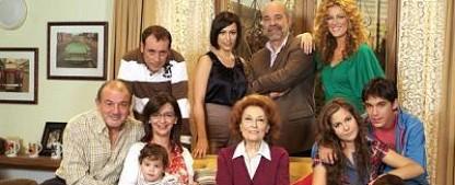 """""""Simpsons""""-Autoren adaptieren spanische Sitcom """"Los Serrano"""" – Ein Witwer, seine neue Gattin und viele Kinder – Bild: Globomedia/Mediaset"""