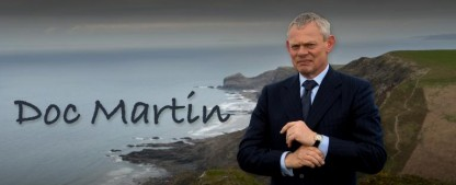 """""""Doc Martin"""": Neue Folgen beiderseits des Kanals – Sat.1 Gold zeigt achte Staffel im Oktober – Bild: Digital Rights Group Limited"""