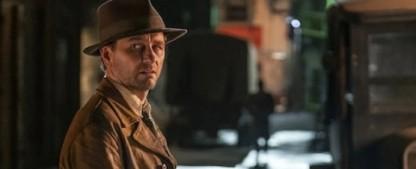 """""""Perry Mason"""": Der Anwalt ist jetzt Detektiv – Review – HBO-Neuauflage schickt Matthew Rhys durch eine fast klassische Film-Noir-Szenerie – Bild: HBO"""