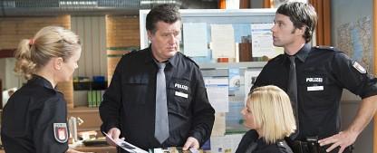 """""""Notruf Hafenkante"""" geht in die achte Staffel – Drehstart für 30 neue Folgen – Bild: ZDF / Boris Laewen-bola"""