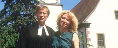 """[UPDATE] """"Oh Gott, Herr Pfarrer"""": Familienserie mit Robert Atzorn und Maren Kroymann wird wiederholt – SWR zeigt Familienserie zur nächtlichen Stunde – Bild: ARD"""