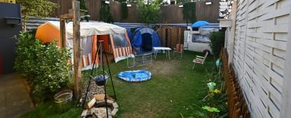 """Überraschung bei """"Promi Big Brother"""": Kandidaten schlafen unter freiem Himmel – Campingplatz statt Haus – Bild: Sat.1/Willi Weber"""