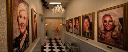"""So sieht die """"Promi Big Brother""""-Kulisse aus – 2020 wohnt man luxuriös im Schloss oder im rustikalen Märchenwald – Bild: Sat.1/Willi Weber"""