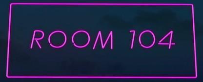 """Room 104"": Gewitzte Anthologieserie über Menschen in Hotelzimmern – Review – Die Duplass-Brüder erzählen unterschiedlich aufregende Kurz-Stories aus der Twilight Zone – Bild: HBO"
