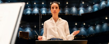 """Stephanie Stumph wird für das ZDF zur schwedischen Dirigentin – """"Inga Lindström""""-Verfilmung """"Klang der Sehnsucht"""" im September – Bild: ZDF/Arvid Uhlig"""