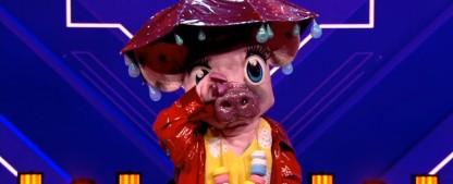 """Erste Enthüllung bei """"The Masked Singer"""": Das Schwein ist… – Review – ProSieben dreht an den richtigen Stellschrauben der Musik-Rateshow – Bild: ProSieben/Screenshot"""