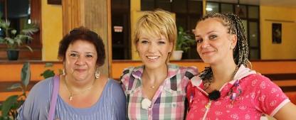"""""""Ticket to Love"""": Andrea Ballschuh ab Mai für RTL unterwegs – Familienzusammenführung mit der """"Volle Kanne""""-Moderatorin – Bild: RTL"""