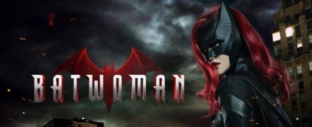 """The CW verlängert """"Batwoman"""", """"Der Denver-Clan"""", """"Legacies"""" und zehn weitere Serien – Sender gibt allen Serien Blanko-Verlängerung – Bild: The CW"""