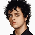 "Green Day-Frontmann besucht ""Nurse Jackie"" – Gastauftritt für Bille Joe Armstrong in der vierten Staffel – Bild: Warner Music Group"