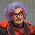 Abschied von den Beutelratten: Dame Edna geht in Rente – Über 50 Jahre lila Haare und ein Mundwerk wie ein Schwert – © YouTube-Screenshot
