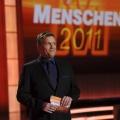 """Quotencheck: """"Tatort"""" famos, Kerkeling beachtlich – Jahresrückblick des Showmasters schlägt sich wacker – Bild: ZDF/ Tobias Hase"""