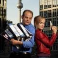 """""""Hauptstadtrevier"""": Das Erste zeigt weiteren 'Schmunzelkrimi' – Neunte """"Heiter bis tödlich""""-Serie startet im November – Bild: ARD/Thorsten Eichhorst/Montage"""