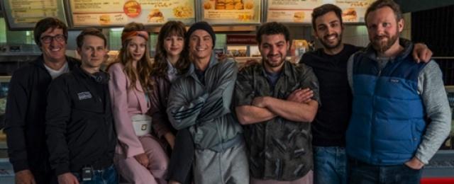 """""""Isi & Ossi"""": Starttermin und Trailer zum ersten deutschen Netflix-Film – Liebesdrama zwischen Boxen, Kochen, Arm und Reich – Bild: Netflix"""