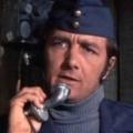 """""""Ein Käfig voller Helden"""": Richard Dawson gestorben – In den USA auch erster Moderator des """"Familien-Duells"""" – © CBS Television Distribution"""