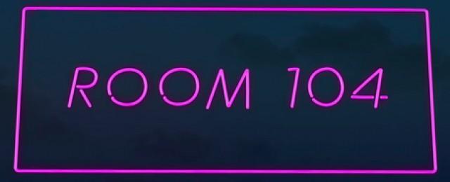 """""""Room 104"""": Dritte Staffel ab Ende Februar bei Sky – Neue Abenteuer aus dem ungewöhnlichen Hotelzimmer – Bild: HBO"""
