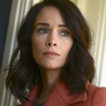 """Rebel"": Abigail Spencer (""Timeless"") im Trailer der Erin-Brockovich-Serie dabei – Serie mit Katey Sagal (""Sons of Anarchy"") kommt zu Disney+ Star – © NBC"