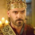 """Cheerleader Death Squad"": Alan Van Sprang in der Hauptrolle – Abbie Cobb als eine der Cheerleaderinnen gecastet – Bild: The CW"