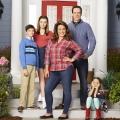 """American Housewife"" und ""Younger"": Neuer Anlauf bei sixx – US-Comedys entern den Montagabend – © ABC/Craig Sjodin"