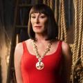 """""""Transparent"""" engagiert Anjelica Huston für zweite Staffel – Oscargewinnerin besucht Amazon-Serie – © NBC"""