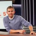 """""""Artikel 5"""" mit Micky Beisenherz kehrt mit Veränderungen zurück – Zweite Staffel der Satireshow fortan mit Gästen – © MagentaTV"""