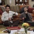 """""""United States of Al"""": Chuck Lorre (""""The Big Bang Theory"""") bringt fünfte Sitcom bei CBS unter – Ex-Soldat und Übersetzer mit ungewöhnlicher Freundschaft – Bild: Robert Voets/2020 Warner Bros. Entertainment Inc."""