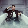 """Patrick Melrose"": Benedict Cumberbatch beeindruckt in abgründiger Miniserie – Review – Gepeinigter Zyniker findet den Ausweg ins Leben – Bild: Showtime"