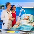 """""""Bettys Diagnose"""": ZDF reicht ausgelassene Folge """"Hitzewelle"""" nach – Siebte Staffel der Erfolgsserie startet heute Abend – © ZDF/Willi Weber"""