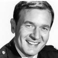 """Bill Daily ist tot: """"Bezaubernde Jeannie""""-Star stirbt mit 91 Jahren – Als Major Roger Healy wurde er bekannt – © NBC/Photofest"""