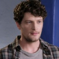 "Brett Dier (""Jane the Virgin"") schließt sich ""The Goldbergs""-Spin-Off an – Hauptrolle in neuer ABC-Comedy ""Schooled"" – © The CW"