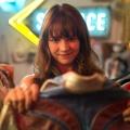 """Girlboss"": Netflix veröffentlicht Trailer zur neuen Serie mit Britt Robertson (""Life Unexpected"") – Anarchischer Millennial steigt ins Modegeschäft ein – © Karen Ballard / Netflix"