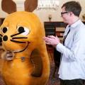 """Bundesverdienstorden für Ralph Caspers und """"Die Maus"""" – Hohe Auszeichnung für """"Wissen macht Ah!""""- und """"Quarks""""-Moderator – Bild: WDR/BPA/Henning Schacht"""
