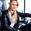 """""""Bus Babes"""" gehen ab Mai auf die Reise – Neue kabel-eins-Dokureihe nach """"Trucker Babes"""" und """"Trecker Babes"""" – © kabel eins"""