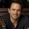 """Charles Esten (""""Nashville"""") mit Hauptrolle in Netflix-Serie """"Outer Banks"""" – Young-Adult-Drama spielt an der Küste North Carolinas – Bild: CMT"""