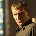 """""""Safe House"""": Christopher Eccleston und Marsha Thomason in ITV-Serie – Der Schutz einer Familie wird zum Alptraum – © HBO"""