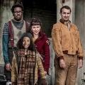 """""""Cockroaches"""": ITV2 zeigt postapokalyptische Comedy – Trailer zur absurd-komischen Serie – Bild: ITV 2"""