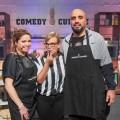 """One öffnet die """"Comedy Cuisine"""" ein zweites Mal – Comedy-Kochshow mit Abdelkarim und Caroline Frier – Bild: WDR/Frank Dicks"""