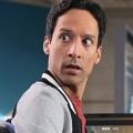 """YouTube bestellt Serienpilot mit Danni Pudi (""""Community"""") – Action-Comedy """"Wayne"""" von """"Deadpool""""-Autoren erhält Serienbestellung – © NBC/Lionsgate"""