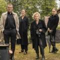 """""""Das Begräbnis"""": Neue ARD-Impro-Comedy bereits abgedreht – Sechs Folgen für die Mediathek mit Anja Kling, Devid Striesow und Co. – Bild: ARD Degeto/Gulliver Theis"""