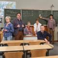 """""""Die Läusemutter"""": Das finden wir nicht komisch, das ist nur ganz besonders – Review – Neue Sat.1-Comedyserie """"dokumentiert"""" ganz alltäglichen Schulwahnsinn – Bild: Sat.1/Frank Dicks"""