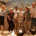 """""""Das Institut"""": BR zeigt Culture-Clash-Comedy Anfang 2018 – Neue Serie mit Christina Große und Robert Stadlober – Bild: BR/NDR/Novafilm GmbH/Alva Nowak"""