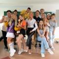 """Joyn dreht Teenieserie mit Sonya Kraus und Influencern – """"Das Internat"""" öffnet im Oktober die Tore – Bild: Joyn/benrashots"""