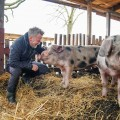 """RTL zeigt """"Das Jenke-Experiment"""" über Fleischkonsum ein zweites Mal – Erneute Ausstrahlung nach Corona-Fällen in Schlachthöfen – Bild: TVNOW/Stefan Gregorowius"""